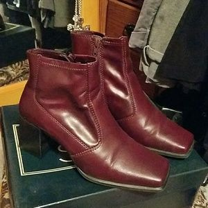Laura Scott ankle boots